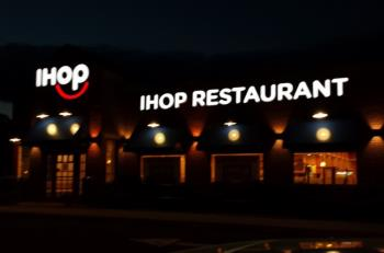 IHOP_Smile_Channel_Letters_Night_View.jpg